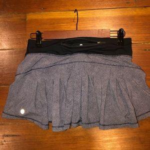 Lululemon Circuit Breaker Skirt Size 4 Gray Black
